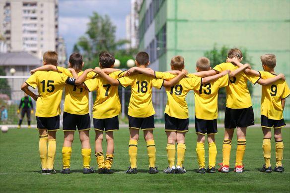 14056231 - fotball team during penalty